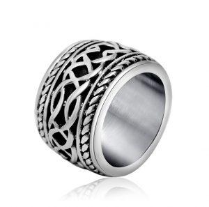 Zware Stalen Ring met Keltische Knoop