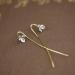 Lange zilveren bloem oorstekers